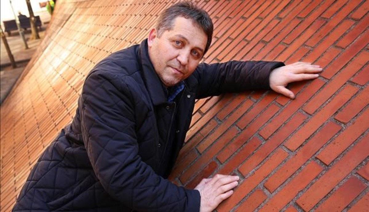 Barcelona 12 01 2017 Contraportada Entrevista con Murat Khupov que es de la republica rusa de Adiguesia autor del himno nacional director de coros y orquestas Foto de RICARD CUGAT